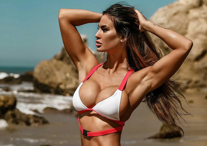 Pretty Hot Girls In Bikinis, Lingerie And More (40 Photos)