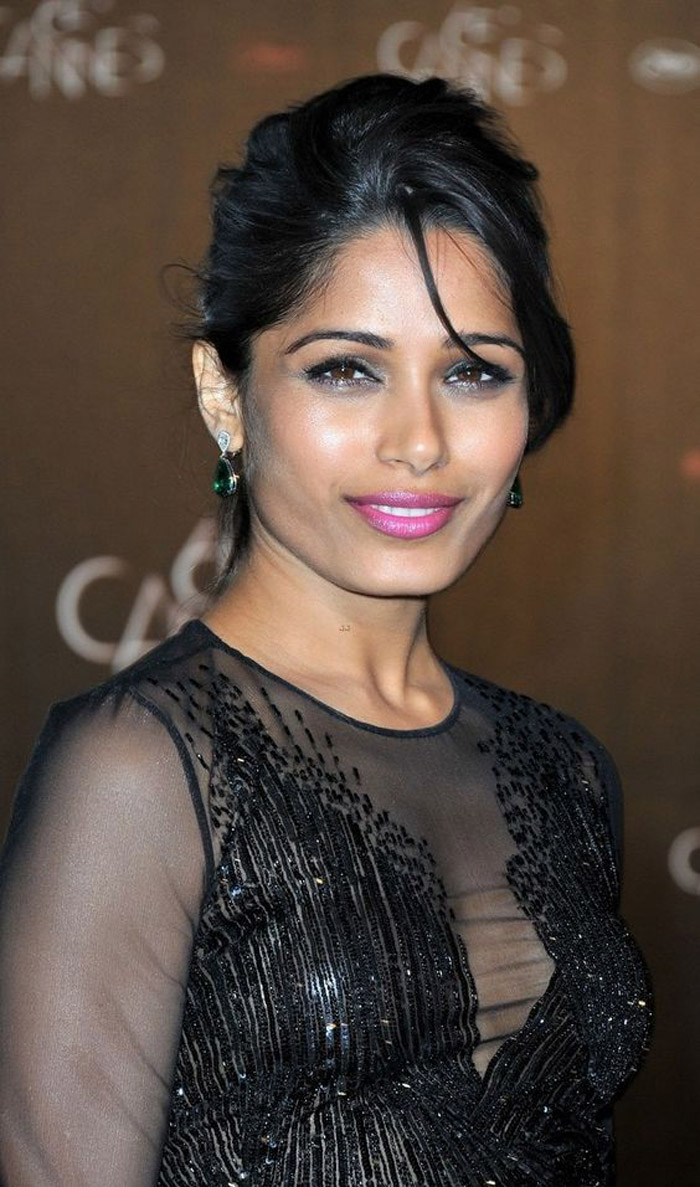 Freida Pinto Hot Pictures, Bikini And Fashion Style (44 Photos) - Page 3 of 5 - The Viraler
