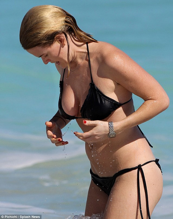 Alice Eve Hot Pictures, Bikini And Fashion Style (49 Photos)