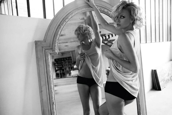 Charlize Theron Hot Pictures, Bikini And Fashion Style (49 Photos)