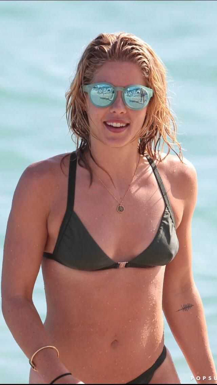 Emily Bett Rickards Hot Pictures, Bikini And Fashion Style (40 Photos)