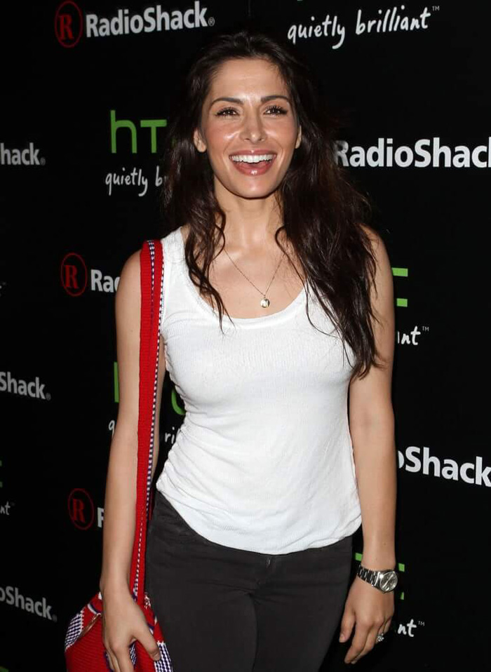 Sarah Shahi Hot Pictures, Bikini And Fashion Style (49 Photos)