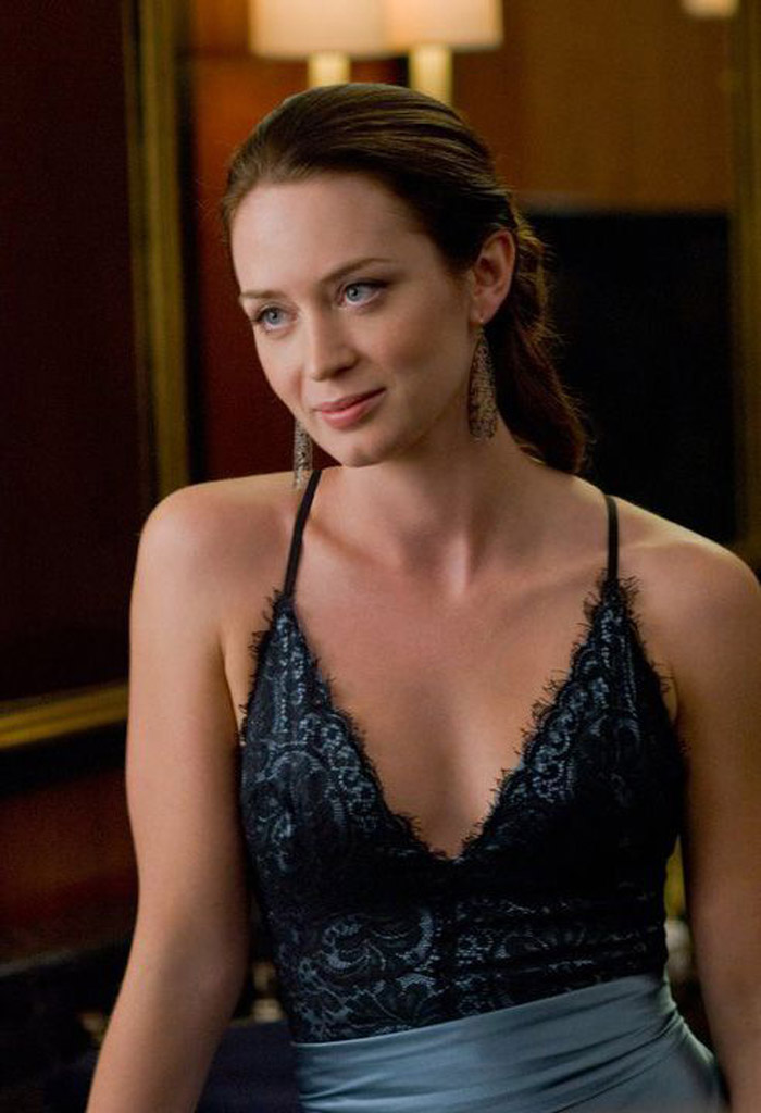 Emily Blunt Hot Pictures, Bikini And Fashion Style (49 Photos)