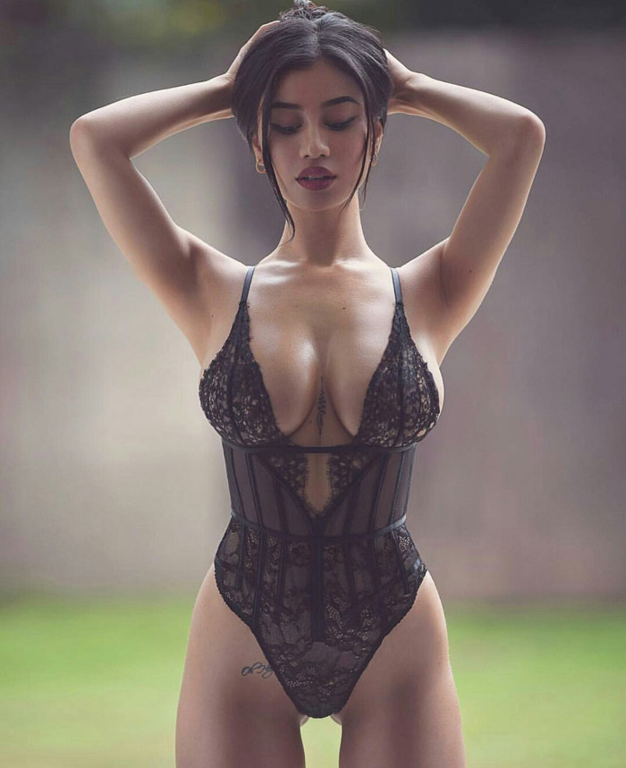 Pretty Hot Girls In Bikinis And Lingerie (50 Photos)