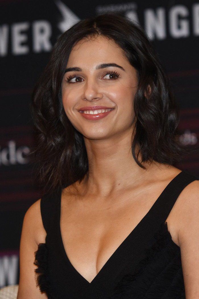 Naomi Scott Hot Pictures, Bikini And Fashion Style (39 Photos)