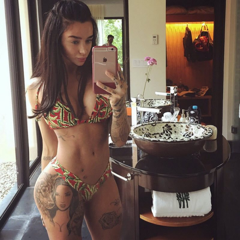 Pretty Hot Tattoo Girls (35 Photos)