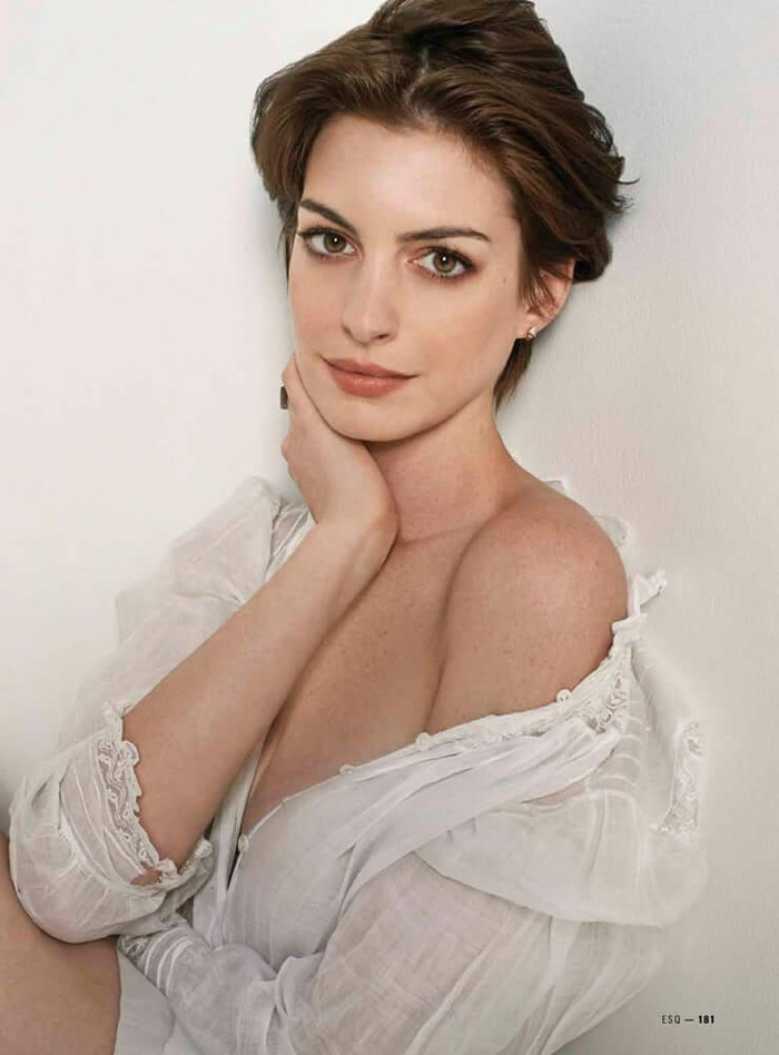 Anne Hathaway Hot Pictures, Bikini And Fashion Style (48 Photos)