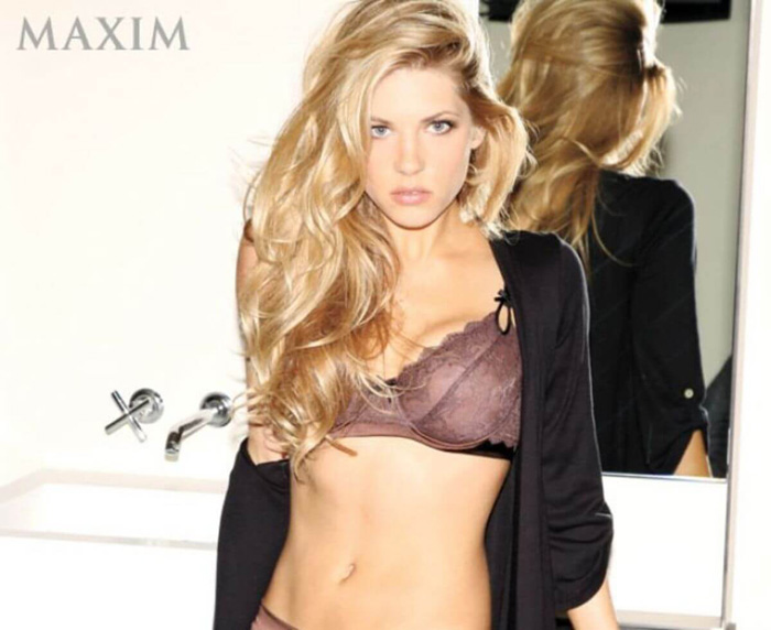 Katheryn Winnick Hot Pictures, Bikini And Fashion Style (33 Photos)