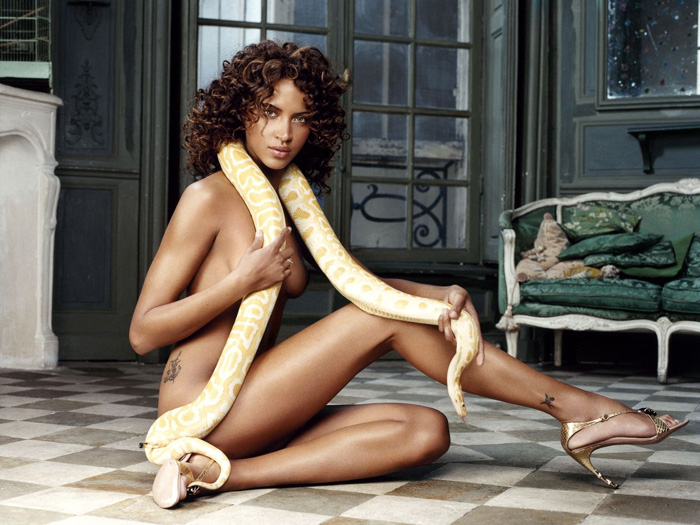 Noemie Lenoir Hot Pictures, Bikini And Fashion Style (41 Photos)