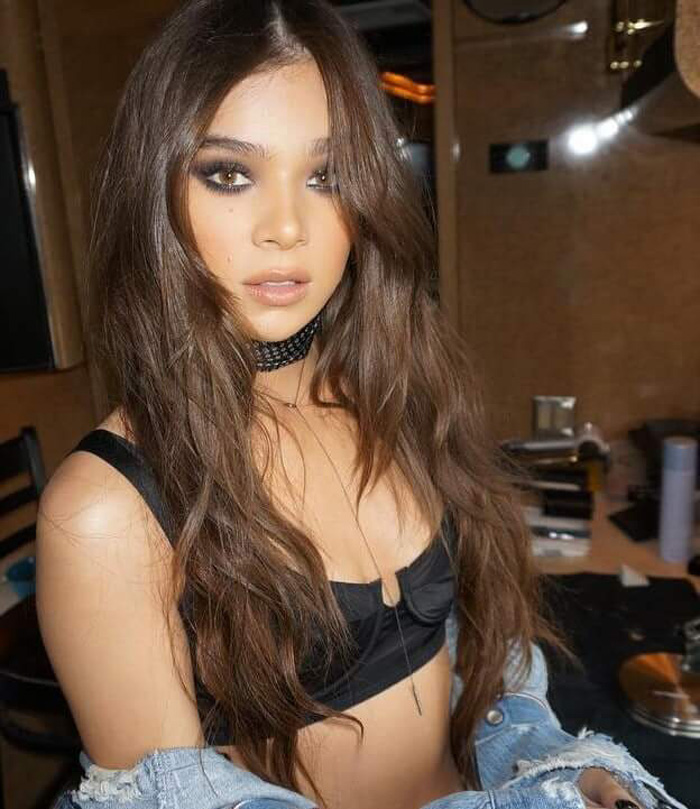 Hailee Steinfeld Hot Pictures, Bikini And Fashion Style (49 Photos)