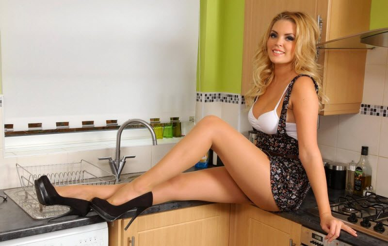 Pretty Hot Girls Like High Heels (35 Photos)