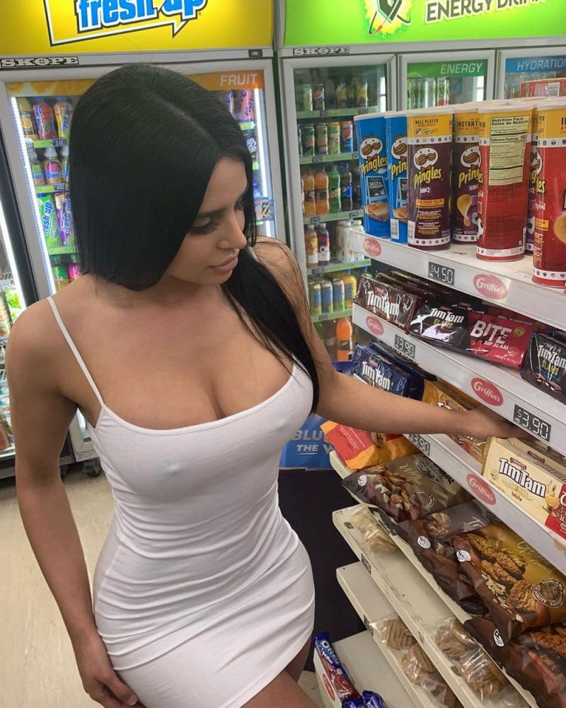 These Hot Girls Prove No Bra No Problem (32 Photos)