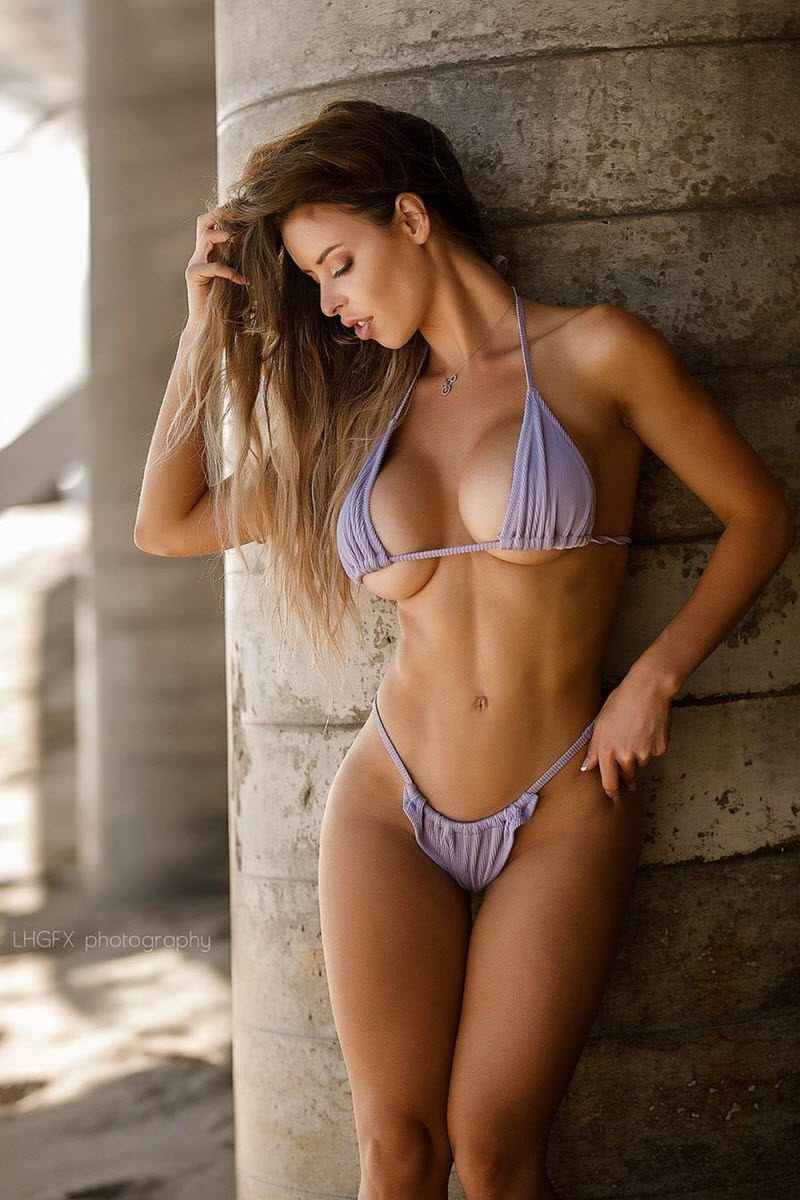 Pretty Cute Girls In Bikinis (34 Photos)