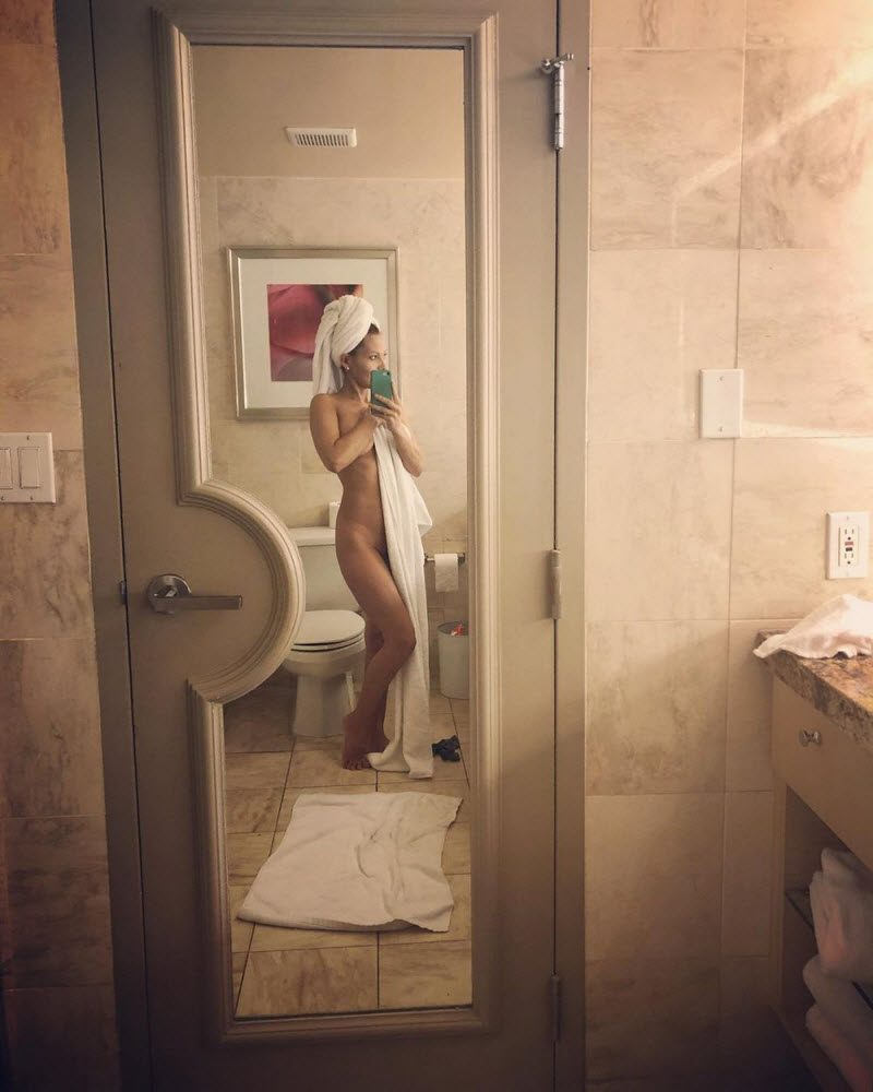 Pretty Hot Girls In Towels (33 Photos)