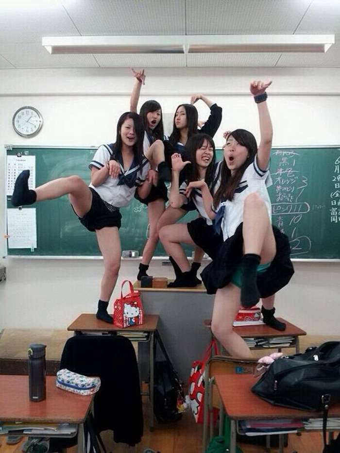 Most Funny And Strange Pictures From Asia (28 Photos)