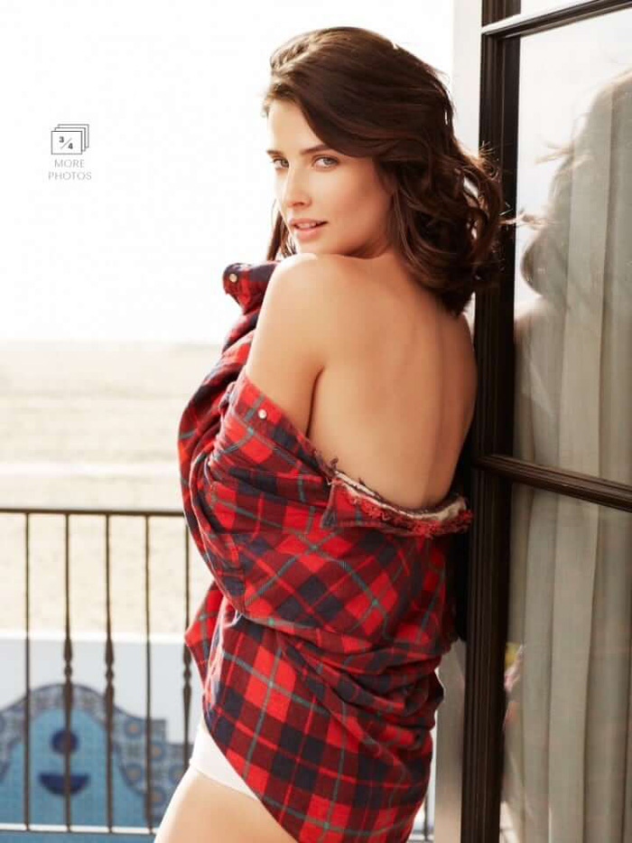 Cobie Smulders Hot Pictures, Bikini And Fashion Style (61 Photos)