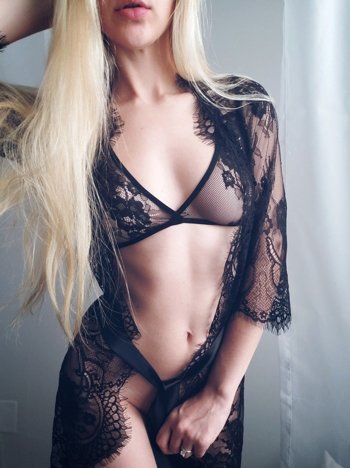 Pretty Hot Girls In Lingerie (43 Photos)