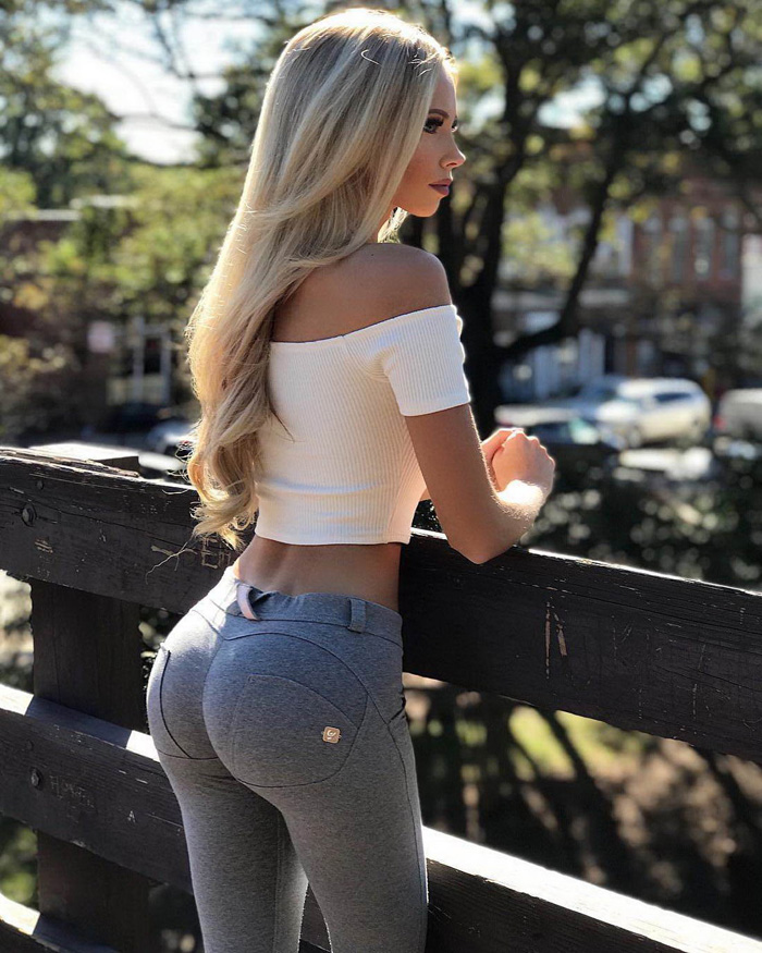 Pretty Hot Girls In Yoga Pants (37 Photos + 3 GIFs)