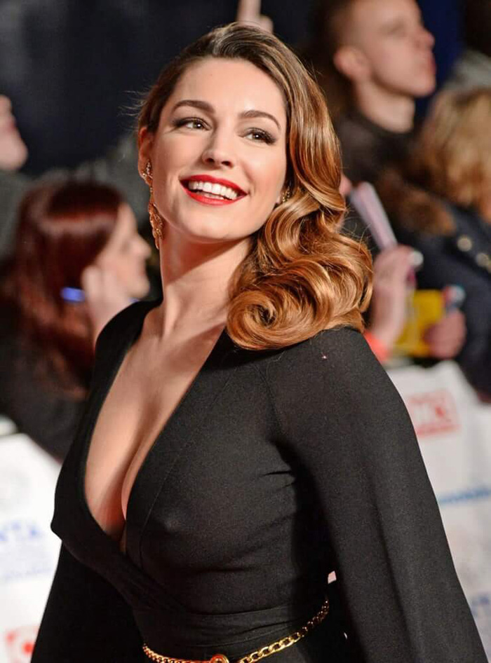 Kelly Brook Hot Pictures, Bikini And Fashion Style (61 Photos)