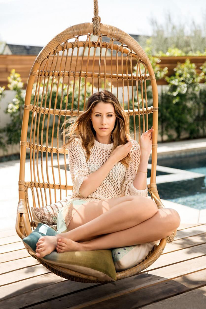 Amanda Crew Hot Bikini, Boobs And Butt Pictures (49 Photos)