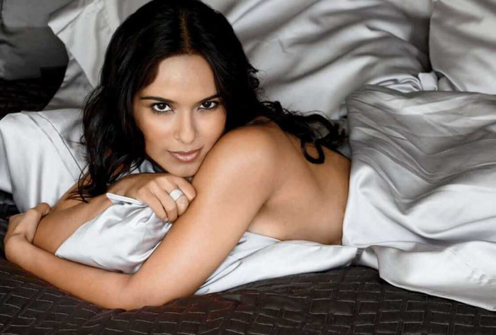 Dilshad Vadsaria Hot Bikini, Boobs And Butt Pictures (49 Photos)