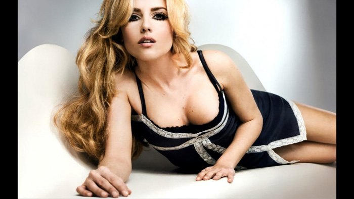 Riley Keough Hot Pictures, Bikini And Fashion Style (49
