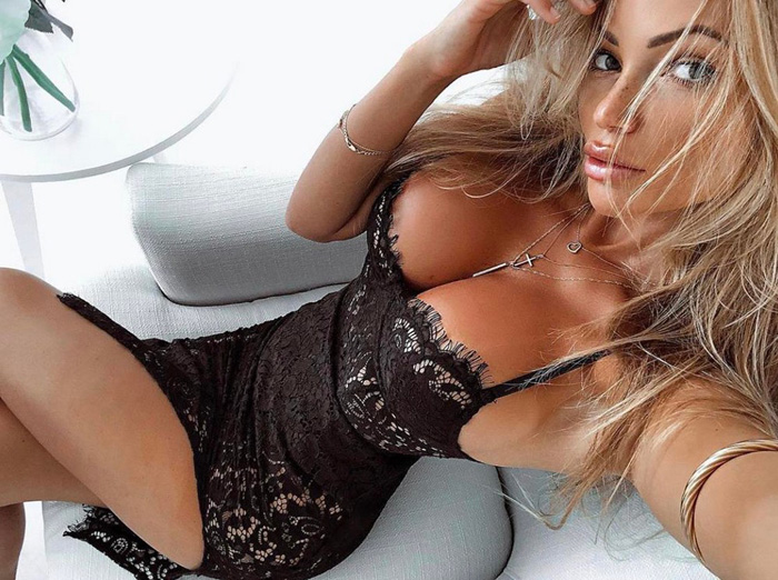 Busty Girls Don't Hide Their Hot Cleavages (39 Photos + 3 GIFs)