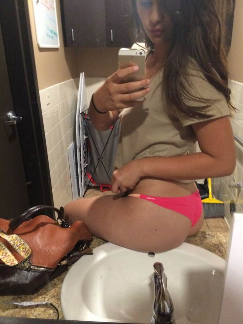 Hot Girls Bored At Work (43 Photos + 2 GIFs)