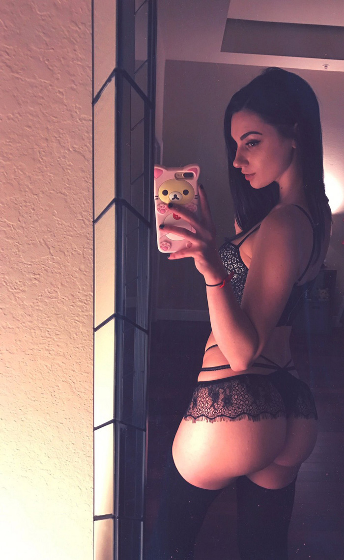 Pretty Hot Girls In Lingerie (36 Photos)