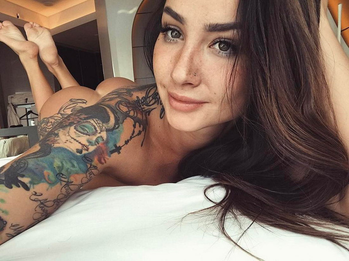 Pretty Hot Girls With Tattoos (36 Photos)