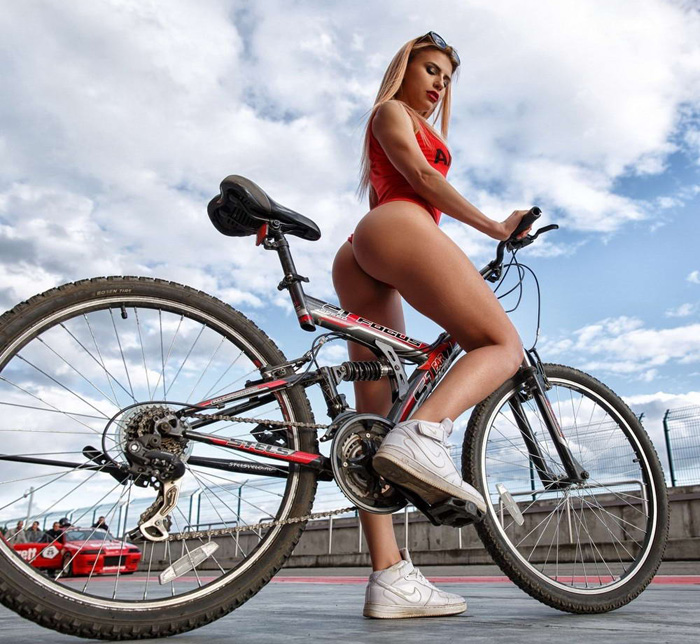 Hot Girls Like To Ride Bicycle (35 Photos + 5 GIFs)