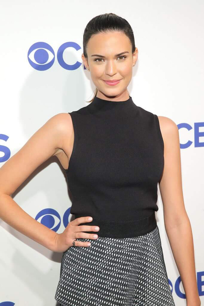 Odette Annable Hot Bikini, Boobs And Butt Pictures (61 Photos)
