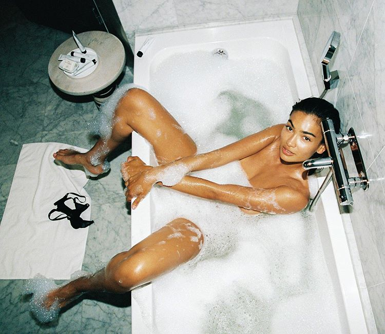 Kelly Gale's Naked Bubble Bath Hotness (NSFW)