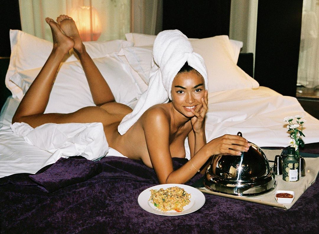 Kelly Gale Nude and Eating Dinner! (NSFW)