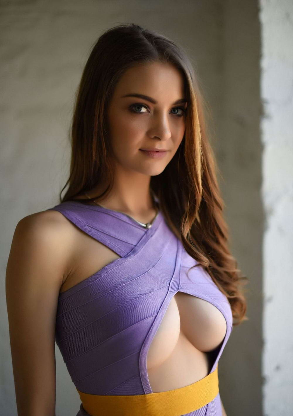 Busty Girls Don't Hide Their Hot Cleavages (35 Photos + 5 GIFs)