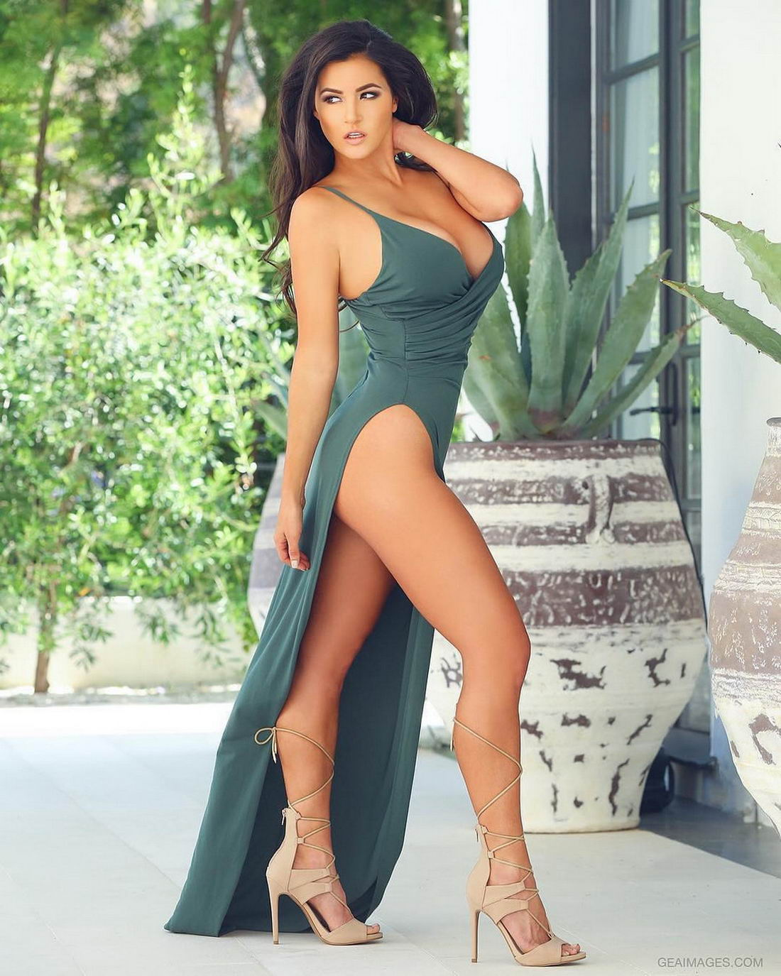 Hot Girls In Tight Dresses Are Sexy (32 Photos + 3 GIFs)