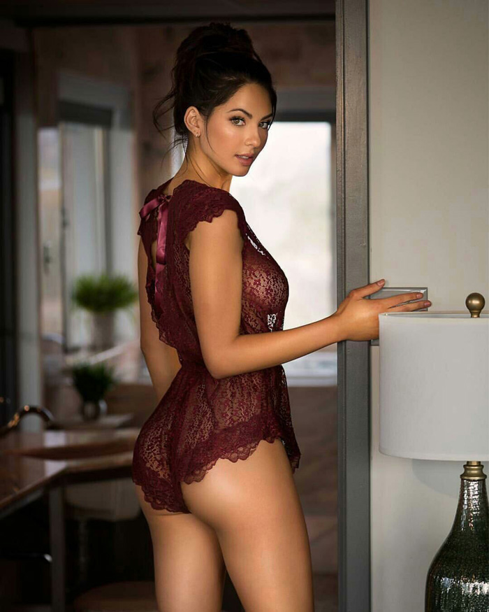 Hot Girls Like To Look So Sexy (50 Photos)