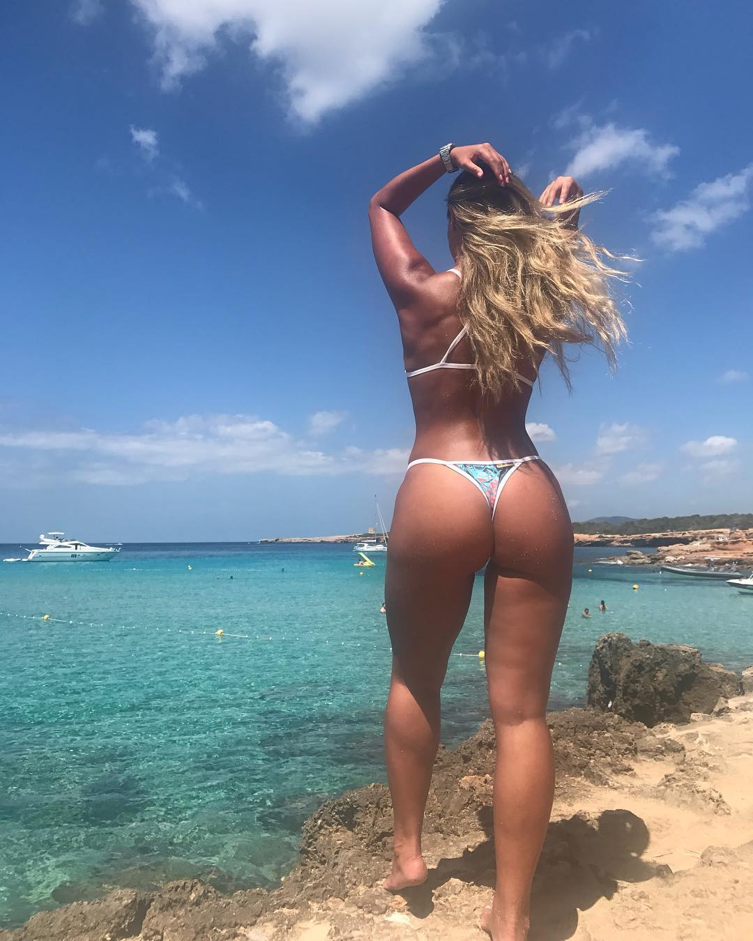 Hot Girls With Sexy Butts (85 Photos)