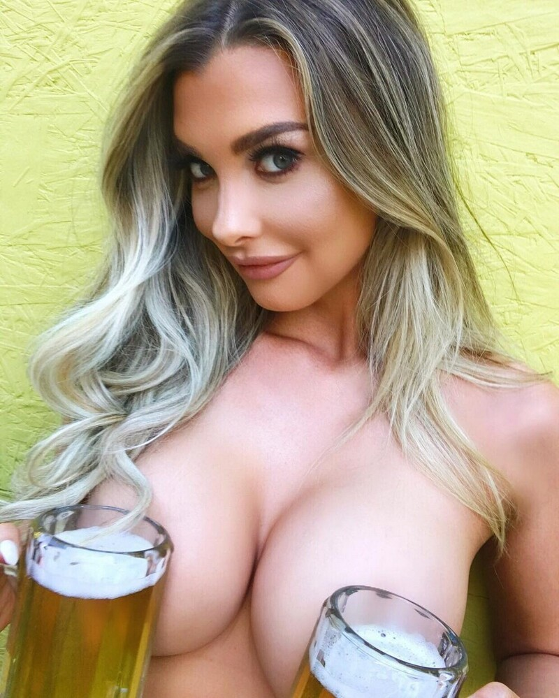 Busty Girls Don't Hide Their Hot Cleavages (35 Photos)