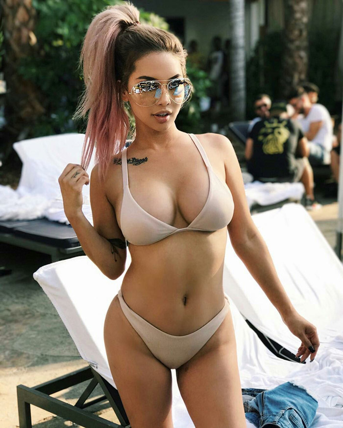 Hot Girls Like To Look So Sexy (100 Photos)