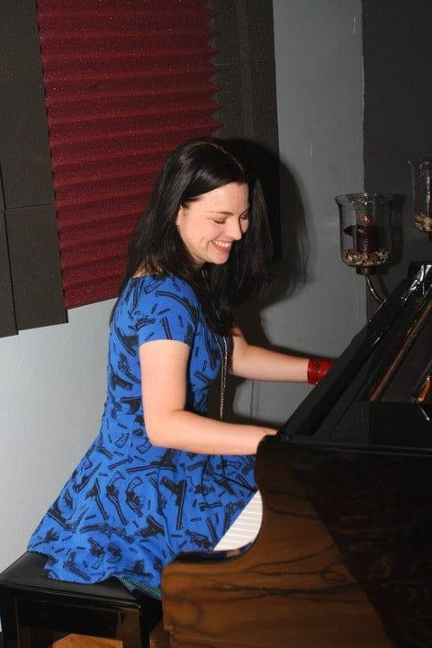 Amy Lee Hot Pictures, Bikini And More (71 Photos)