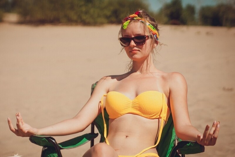Hot Girls With Sunglasses (35 Photos + 5 GIFs)