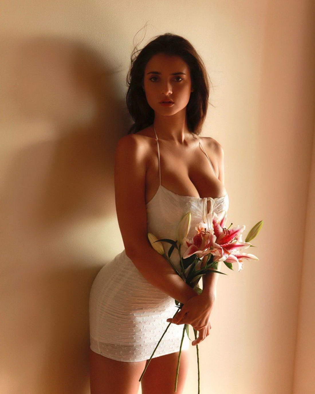 Hot Girls In Tight Dresses (39 Photos)