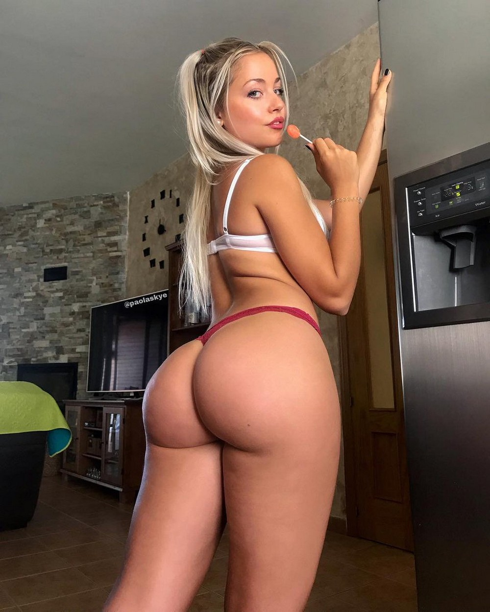 Hot Girls With Sexy Butts (35 Photos + 5 GIFs)