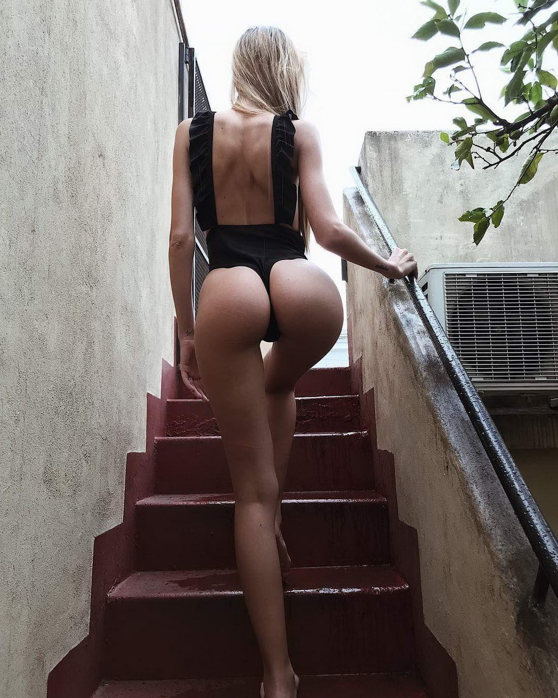 Hot Girls With Sexy Butts (47 Photos)