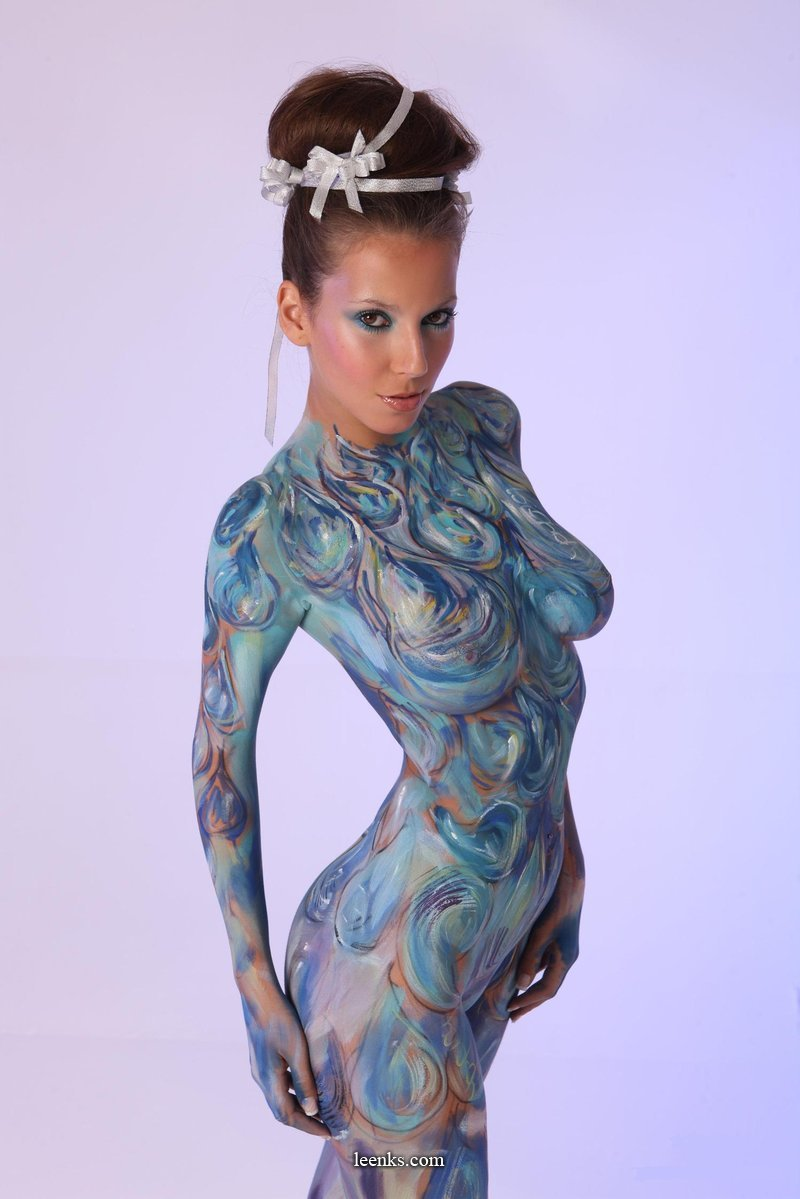 Bodypaint girl - Awesome! (NSFW)