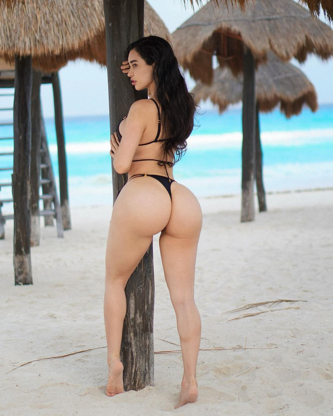 Instagram Model Joselyn Cano Hottest Pictures (25 Photos)