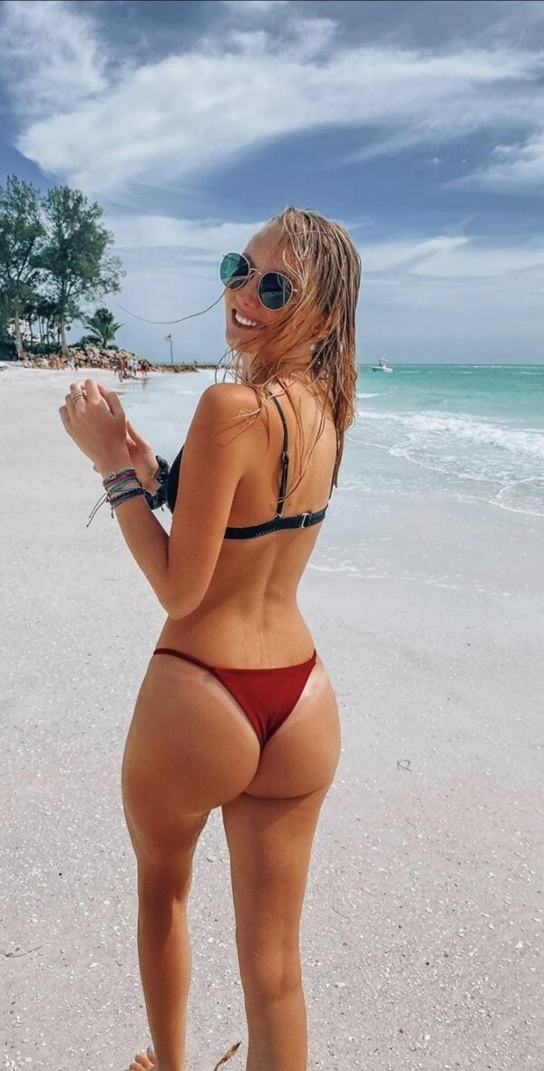 Hot Girls With Sexy Butts (97 Photos)