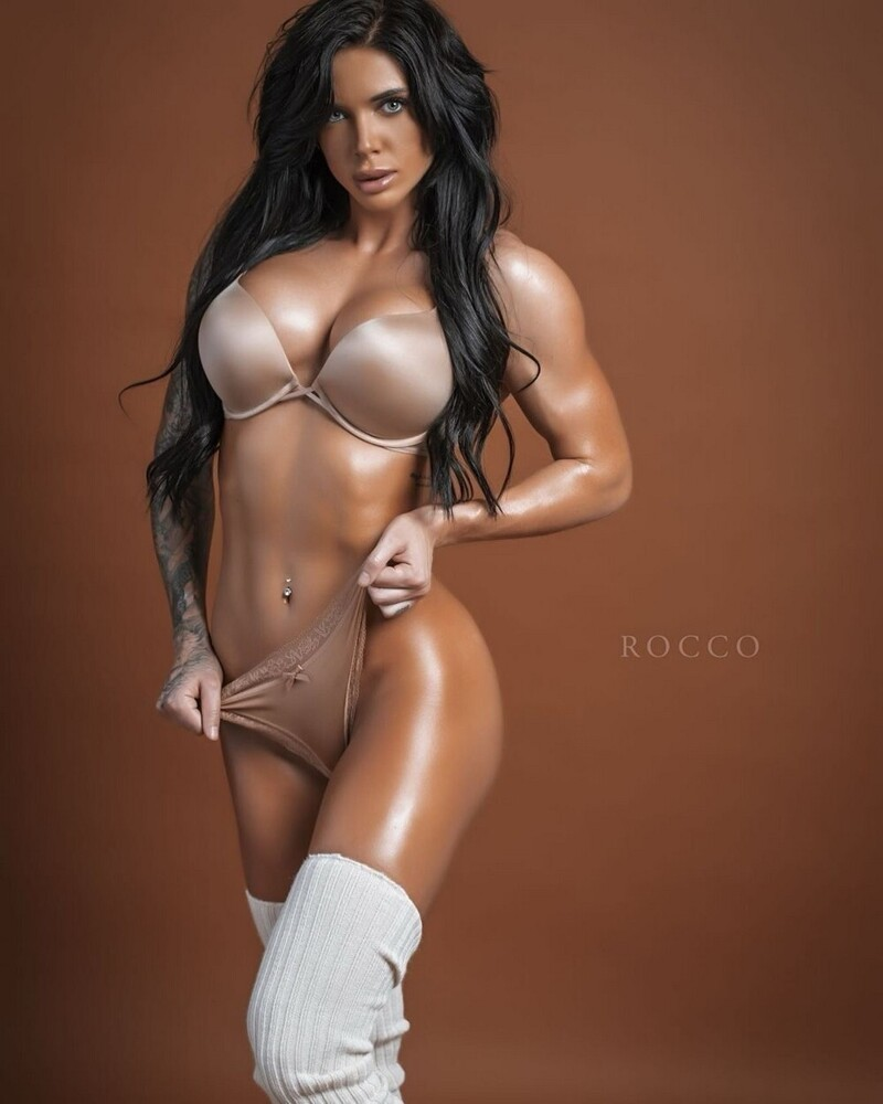 Hot Fit Girls Proud Their Sporty Figure (35 Photos + 5 GIFs)