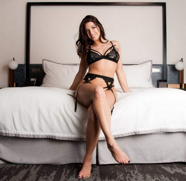 Hot Girls In The Bedroom (35 Photos + 5 GIFs)